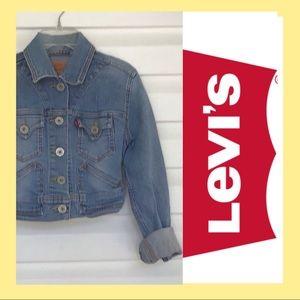 Girls small Levi's denim jacket. Q03